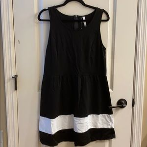 Kensie Zip Back Cotton Dress Black and White